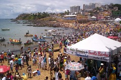 The beach gettin filled (ATLMike) Tags: brazil festival brasil yemanja yemoja