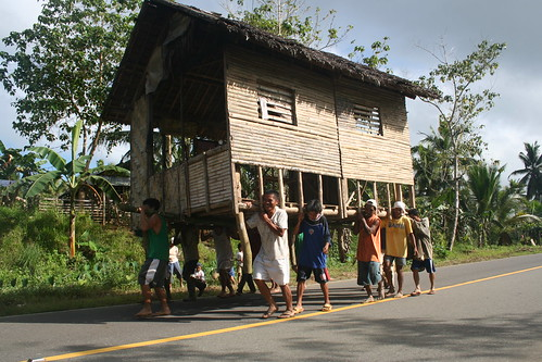 Philippines Pinoy Filipino Pilipino Buhay Life people pictures photos life rural scene, man bayanihan moving tulong road