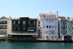 Waterfront houses (CharlesFred) Tags: summer turkey turkiye 2006 istanbul İstanbul turkije turquia bosphorus turchia