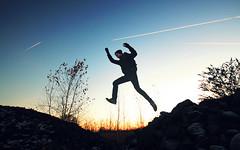 (felix.h) Tags: canoneos400d canon 400d digitalrebelxti eoskissdigitalx sigma1020mm sigma1020 wideangle frankfurt frankfurtmain frankfurtammain rödelheim winter cold sunset sundown jump man eos sky