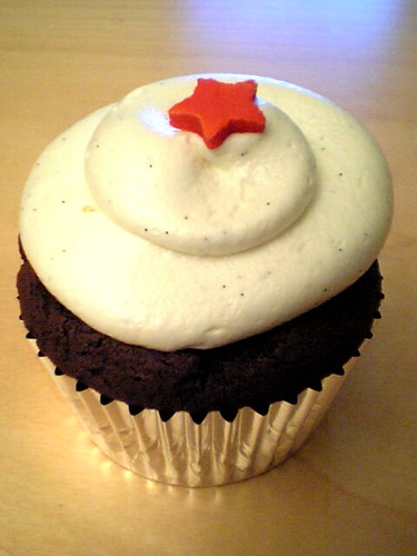 star cupcake by not martha.