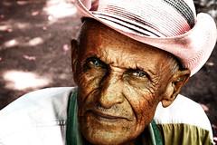 Caroreño (Ram!) Tags: deleteme5 light deleteme8 portrait man deleteme deleteme2 deleteme3 deleteme4 deleteme6 deleteme9 20d deleteme7 canon wow eos saveme4 saveme saveme2 saveme3 deleteme10 alt oldman dia saveme10 sentado mann had sombrero viejo hombre blm1 ramfotografia faltig interestingportrait superfantastique2 سكس