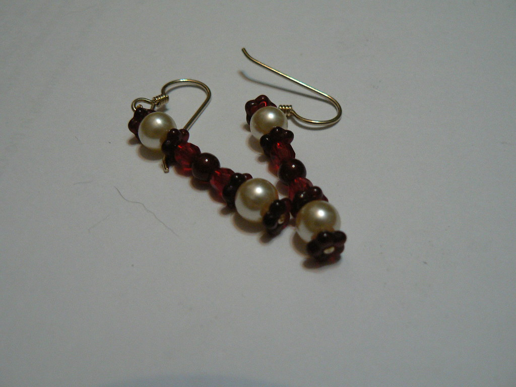 Hook earrings with red theme
