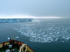 Touch the infinity (kenyai) Tags: ghiaccio ghiacciaio ice artic arctic polar polare artico banchisa rompighiaccio pack packice svalbard spitsbergen