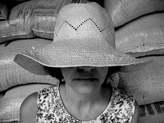 Mia tia campesina / A Country Girl (joaobambu) Tags: 2005 brazil portrait blackandwhite bw woman hat topv111 brasil rural tia countryside poser mujer topv333 retrato background character mulher straw posing forsakenpeople pb aunt personalfav brazilian farmer bags forsaken anonymous hillbilly development pretoebranco chacara caipira peasant echaporã echapora luzia brasileira tialu paglione developing chapeu campesina