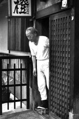 The old Cook (mboogiedown) Tags: old travel blackandwhite man japan asian japanese kyoto asia traditional cook culture    gion tradition kansai cultural geta   hanamikoji yokoso  mapjapan  yokosojapan