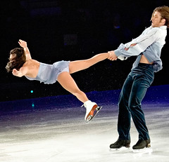 Stars on Ice '05: Toe Pick! (Ryan Brenizer) Tags: finepixs2pro fuji 70200mmf28gvr figureskating iceskating starsonice kyokoina johnzimmerman action performance adirondacks lakeplacid newyork upstateny 2005 november