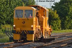 703 in Portlaoise Station Loop, 6/6/15 (hurricanemk1c) Tags: irish train rail railway trains railways irishrail pwd portlaoise 703 2015 iarnród éireann iarnródéireann ballastregulator plasserandtheurer usp4000