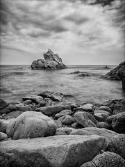 Cala dels Frares (Gargomo ( Jos Luis )) Tags: bw blancoynegro mar playa bn catalunya costabrava rocas lloretdemar caladelsfrares epl3 mzd1250mm