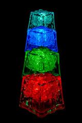cubos vertical (Badilloman) Tags: azul rojo colores cubo fon horquillado