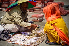 Fine Jewelry (Riccardo Maria Mantero) Tags: gold jewels mantero people riccardomariamantero shop trade travel india amritsar