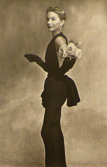 Irving Penn, Woman with roses on her arm, 1950 (aileverte) Tags: irvingpenn parisphoto2014
