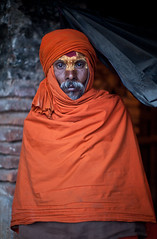(Sbastien Pineau) Tags: nepal portrait orange man asia raw retrato portraiture kathmandu asie naranja hombre barba barbe homme pineau pashupatinath npal  bagmati kathmandou beird sdhu    nepl sbastienpineau