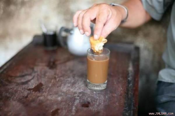 1Bánh quẩy chấm cà phê sữa
