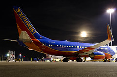 Moon Over N746SW (Jason W. Hamm) Tags: moon littlerock aircraft aviation boeing lit moonshot southwestairlines klit boeing737 737ng littlerocknationalairport n746sw