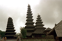 26-599 (ndpa / s. lundeen, archivist) Tags: people bali color building film 35mm buildings indonesia temple pagoda 26 nick tourists southpacific 1970s hindu 1972 indonesian pagodas balinese dewolf oceania pacificislands templegrounds nickdewolf photographbynickdewolf reel26