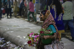 Daily life crisis and the Blossom. Dhaka, 2016 (rahat_kabeer) Tags: flower dhaka 2016 street woman survive night selling happiness bangladesh