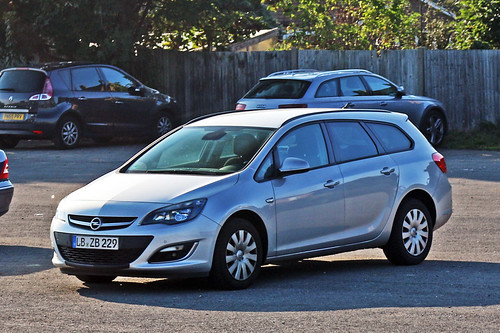 Opel Astra Estate - LB ZB 229 - Ludwigsburg District, Baden-Württemberg, Germany