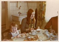 1969 Germany // Zu Besuch bei Oma Lotte // Thorsten und Ich (maerzbecher-Deutschland zu Fuss) Tags: germany maerzbecher deutschland thorsten rosi kaffetrinken 1969