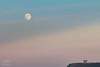 Elogio del Horizonte vigilado por la luna (Ruilo) Tags: rubenalvarezruiloba80d gijón luna llena canon 80d 70200 asturias elogio del horizonte cimadevilla paisaje moonscape landscape 2x