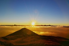 Sunset at the top. (lauratintori) Tags: tuscany italy atthetop mountains mountain nikond7200 d7200 nikon orangeclouds clouds cloud orangesky sky colorfull color orange sun sunset photooftheday panoramic panorama view pointofview photography picture pic photo ph lauratintoriph