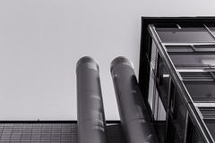 angelehnt (tan.ja1212) Tags: mediapark köln monochrom architektur rohr rohre fassade haus gebäude front architecture schwarzweis building windows glas glass pipe