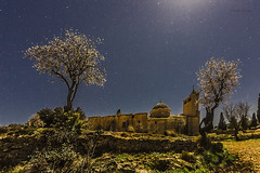 Luz de Luna.... (Martika64) Tags: monastery old night nightphotography sky stars longexposure outdoor noperson