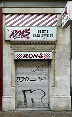 Churchgate---Ronsgon    141216 (chrisdpyrah) Tags: leicester urban barbers shop closed rons hairstylist churchgate