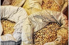 Nácar.Nacre (ironde) Tags: nacre nácar jon ironde errazkin nikond7000 2016 2017 corea korea seíl seoul saco sack perlas pearls rafia blanco beige mercado market