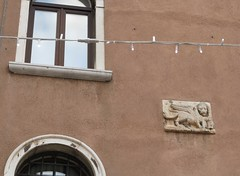 winged lion carving on the wall (squeezemonkey) Tags: venice italy building carving wingedlion decoration lionofsaintmark stmarkslion