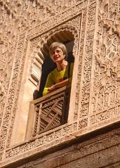 María Ángeles en la ventana, Marrakech. (eustoquio.molina) Tags: portrait window ventana arquitectura retrato arabic artesanía árabe