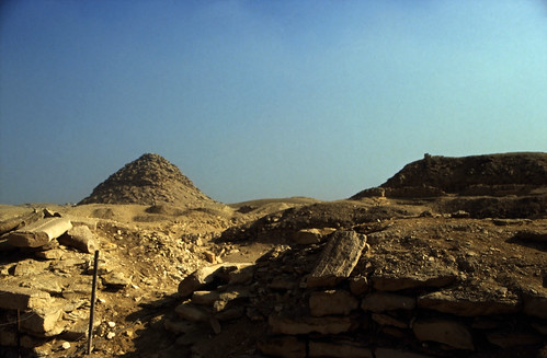 "Ägypten 1999 (568) Kairo: Userkaf-Pyramide, Sakkara • <a style=""font-size:0.8em;"" href=""http://www.flickr.com/photos/69570948@N04/31084420213/"" target=""_blank"">View on Flickr</a>"