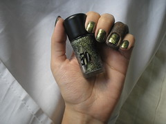 Frankie (Biotropic) + Skin of Evil (MAC) (Daniela nailwear) Tags: frankie biotropic preto cremoso monsterhigh skinofevil mac verde glitter startrek esmalteimportado esmaltes mãofeita