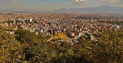 "NEPAL, Blick auf Kathmandu von der Stupa von Swayambhunath, 15114/7795 (roba66) Tags: reisen travel explore voyages urlaub visit roba66 nepal asien südasien asia city stadt capitol kathmandubefore earthquake ""stupa von swayambhunath"" stupa swayambhunath tempel tempelanlage maincity view blick urban"