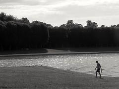 Il faisait si chaud l'été dernier .. It was so warm last summer ... (alainpere407) Tags: alainpere summer été versailles blackdiamond vividstriking