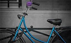BELL & THINGS (bert • bakker) Tags: metallicbluebike metallicblauwefiets damesfiets ladybike purplebell paarsebel