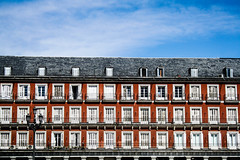 Plaza Mayor [Madrid] ({Gasoline Rainbow) Tags: madrid plaza city windows red architecture spain mayor piazza spagna finestre