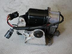 Land Rover Discovery 3 - Kompressorwartung 149 - Zusammenbau (KlausNahr) Tags: landrover kompressor lr3 landroverdiscovery3 discovery3 lufttrockner