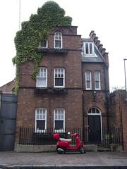 An old house (Leah Lefevre Sandomirskaya) Tags: london oldhouse