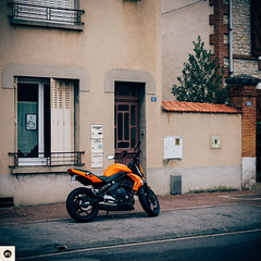 03m311216 (photo & life) Tags: france europe ville city montargis urban street streetphotography photography photolife™ jfl sony sonyrx1r sonydscrx1r rx1r rue zeiss carlzeisssonnar235t square squareformat squarephotography kawasaki moto colors