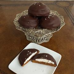 Salted gingersnap mallomars (sagodlove) Tags: gingersnapcookies saltedgingermallomars homemademarshmallow homemademallomars gingercookies chocolatedipped fleurdesel