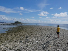 During low tide there was possible to cross to the next island but getting here late made it difficult!