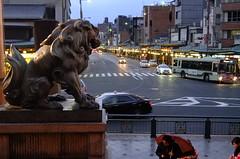 Komainu (T.Machi) Tags: street car vehicle shrine twilight yasaka japan light komainu statue shinto kyoto xf1 fujifilm intersection shijo