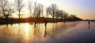 Skating side by side at the Ankeveense Plassen