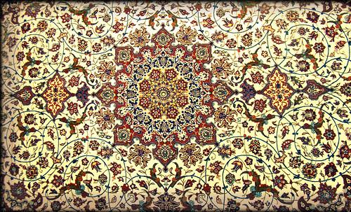 """Alfombras, espacios íntimos que simbolizan templos, árboles de la vida y el conocimiento, astros y paradisos. • <a style=""""font-size:0.8em;"""" href=""""http://www.flickr.com/photos/30735181@N00/32487285691/"""" target=""""_blank"""">View on Flickr</a>"""