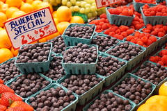 2 for $5 (Let Ideas Compete) Tags: pikeplacemarket market publicmarket berry berries blueberries