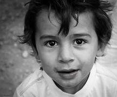 Ylan (Kaya.05) Tags: kid portrait bw enfant extérieur regard yeuxnoir bouchedurhône simiane france canon1100d yourbestoftoday monochrome noirblanc noiretblanc 1000v40f