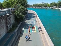 Quai de Paris (thierryvallet) Tags: people paris seine vert bleu quai