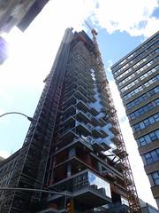 56 Leonard Street (skumroffe) Tags: nyc newyorkcity usa newyork building skyscraper construction manhattan baustelle tribeca hirise liebherr leonardstreet towercrane baukran skyskrapa byggnad hghus lyftkran luffingjib turmdrehkran torenkraan turmkran gruatorre byggkran tornkran 56leonardstreet grueatour