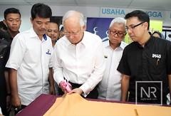 Projek Baju Raya iM4U. (Najib Razak) Tags: raya pm baju projek primeminister 2015 perdanamenteri im4u najibrazak